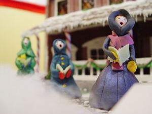 gum paste figures carolling