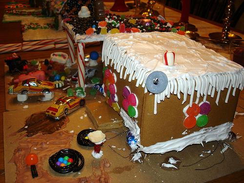 More Gingerbread House Photos - Gingerbread house garage