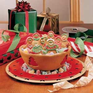 gingerbread bowl with cookies