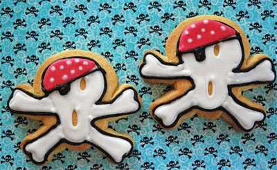 skull and crossbone cookies