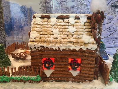 Gingerbread Log Cabin 2017: back