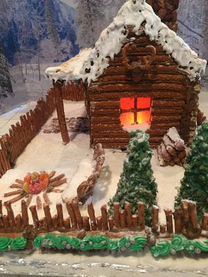 Gingerbread Log Cabin 2017: Side